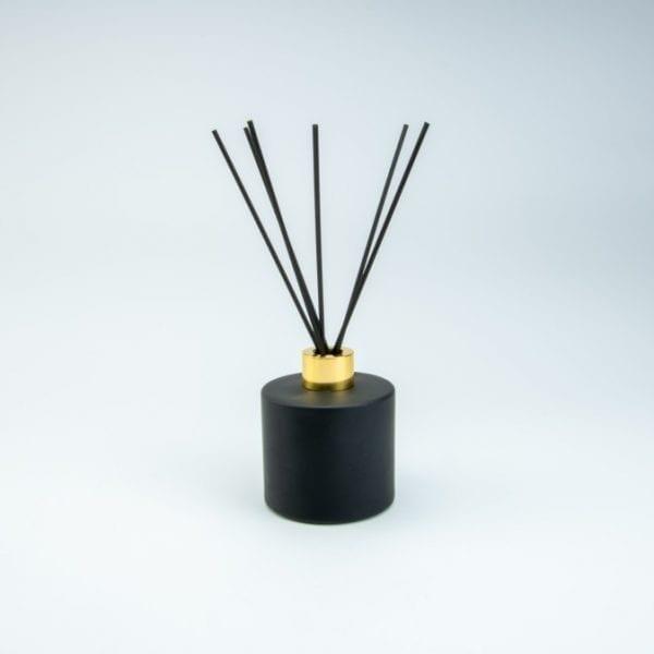 set-parfumfles-cylinder-zwart-met-gouden-schroefdop-geurstokjes-200ml cityplotter