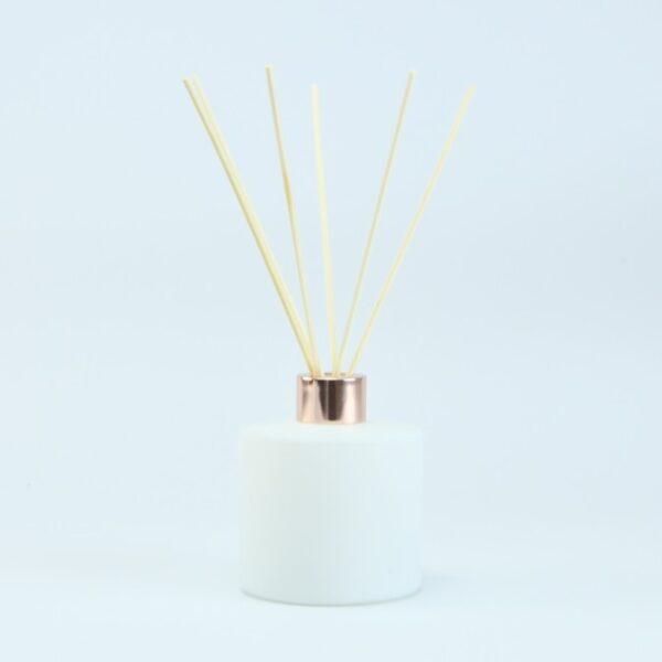 set-parfumfles-cylinder-wit-met-rose-gold-schroefdop-geurstokjes-200-ml cityplotter